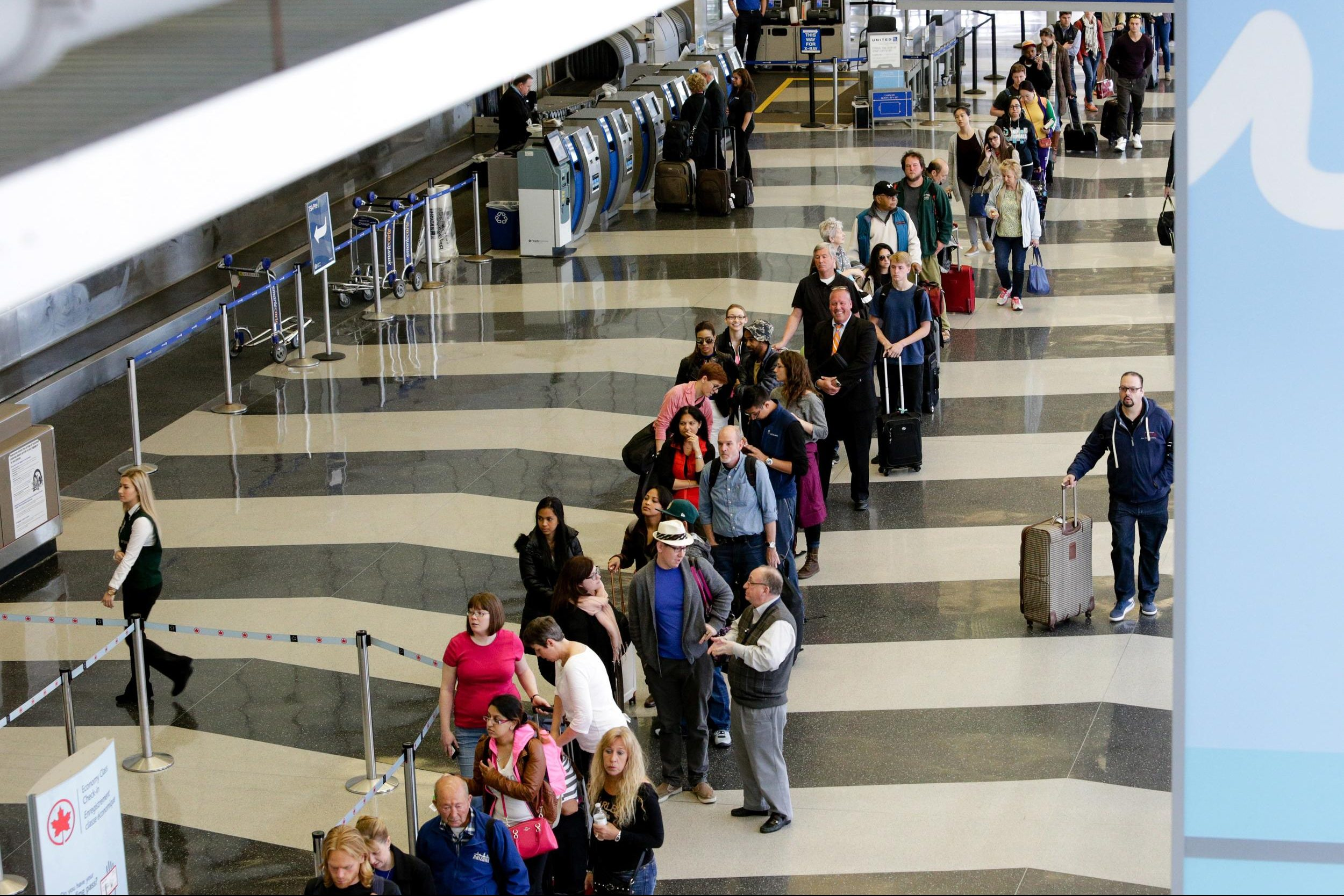 American Airlines Official: 'Inaccurate to Say' Baggage Fees Led to Long Delays