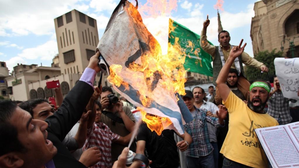 Hamas/MB Burning Israel Flag