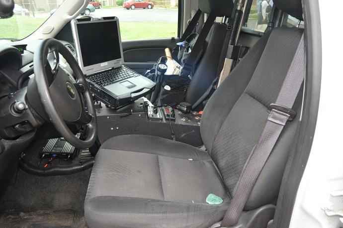 evidence brown s dna was on interior door handle of police vehicle. Black Bedroom Furniture Sets. Home Design Ideas