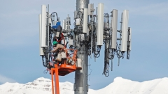 A contract crew for Verizon, works on a cell tower to update it to handle the new 5G network in Orem, Utah. (Photo credit: GEORGE FREY/AFP via Getty Images)