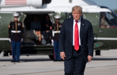 US President Donald Trump walks to board Air Force One prior to departure from Austin Straubel International Airport in Green Bay, Wisconsin, June 25, 2020. (Photo by SAUL LOEB/AFP via Getty Images)