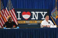 Actor/comedian Chris Rock speaks with NY Governor Andrew Cuomo(R) and actress Rosie Perez during a press briefing on COVID-19 at Madison Boys and Girls Club in the Brooklyn borough of New York City on May 28, 2020. (Photo by ANGELA WEISS/AFP via Getty Images)