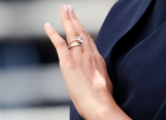 A woman wears wedding and engagement rings. (Photo credit: Max Mumby/Indigo/Getty Images)