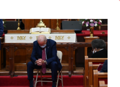Joe Biden, praying during a campaign stop. (Getty Images)
