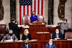 Speaker of the House Nancy Pelosi (D-Calif.) reconvenes a joint session of Congress to certify Joe Biden as the next US president on January 6, 2021. (Photo by JIM LO SCALZO/POOL/AFP via Getty Images)