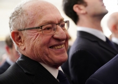 Alan Dershowitz (C), impeachment defense lawyer for US President Donald Trump, attends the announcement of Trump's Middle East peace plan in the East Room of the White House in Washington, DC on January 28, 2020.  (Photo by MANDEL NGAN/AFP via Getty Images)