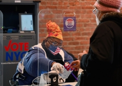 A poll worker helps a voter to vote in the 2020 presidential election at the Brooklyn Museum in New York City. (Photo credit: ANGELA WEISS/AFP via Getty Images)