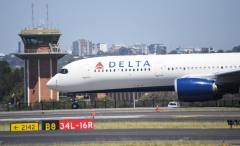 A Delta airline flight prepares to depart Sydney's Kingsford Smith airport. (Photo credit: James D. Morgan/Getty Images)
