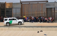 Central American migrants are detained by US Customs and Border Patrol agents at the border wall in Ciudad Juarez, Chihuahua state, Mexico, on May 7, 2019. (Photo by HERIKA MARTINEZ/AFP via Getty Images)