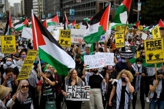 Palestinian supporters rally in Los Angeles on May 15, 2021. (Photo by PATRICK T. FALLON/AFP via Getty Images)