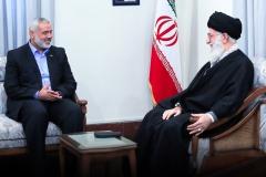 Le chef suprême de l'Iran, l'ayatollah Ali Khamenei, et le chef du Hamas Ismail Haniyah. (Bureau du guide suprême)