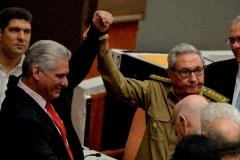 Le président cubain et premier secrétaire du Parti communiste Miguel Diaz-Canel et son prédécesseur, Raul Castro. (Photo de Yamil Lage/AFP via Getty Images)