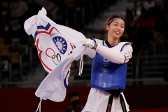 Lo Chia-ling of Taiwan celebrates after winning the bronze medal in taekwondo in the Tokyo Olympics on Sunday. She is waving not Taiwan's national flag but the IOC-approved one for the so-called 'Chinese Taipei' team.  (Photo by Fred Lee/Getty Images)