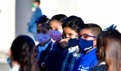 Masked schoolchildren in La Puente, California (Photo by FREDERIC J. BROWN/AFP via Getty Images)