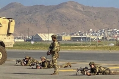 US soldiers take up their positions around the airport in Kabul on August 16, 2021, as thousands of people mobbed the city's airport trying to flee the group's feared hardline brand of Islamist rule. (Photo by SHAKIB RAHMANI/AFP via Getty Images)