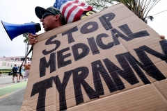 A protester takes part in a rally against Covid-19 vaccine mandates, in Santa Monica, California, on August 29, 2021. (Photo by RINGO CHIU/AFP via Getty Images)