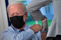 Joe Biden receives a COVID-19 vaccine booster shot. (Photo credit: BRENDAN SMIALOWSKI/AFP via Getty Images)