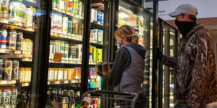 Grocery shopping in South Burlington, Vermont. (Photo by Robert Nickelsberg/Getty Images)